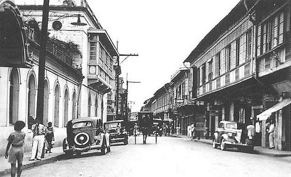 Antigua calle de Manila, Filipinas.