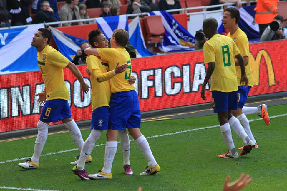 Gesto de la victoria y de la derrota. Attribution License Full Size ShareThisOther Photos By This PhotographermoreLucas Leiva, Neymar and Ramires celebrate Neymar's goal