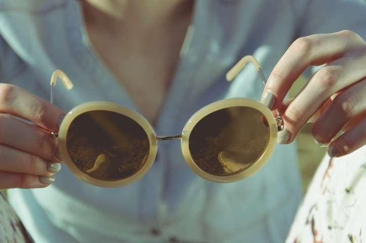 9a71a4111f Las gafas de sol Uso correcto Cuándo quitárselas