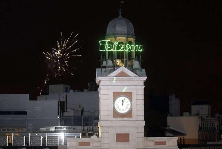 Tomar las 12 uvas tradici n en nochevieja for Puerta del sol en nochevieja