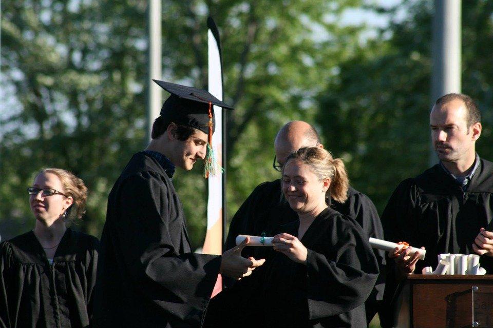 7bb9fdc90 ¿El protocolo en la graduación universitaria