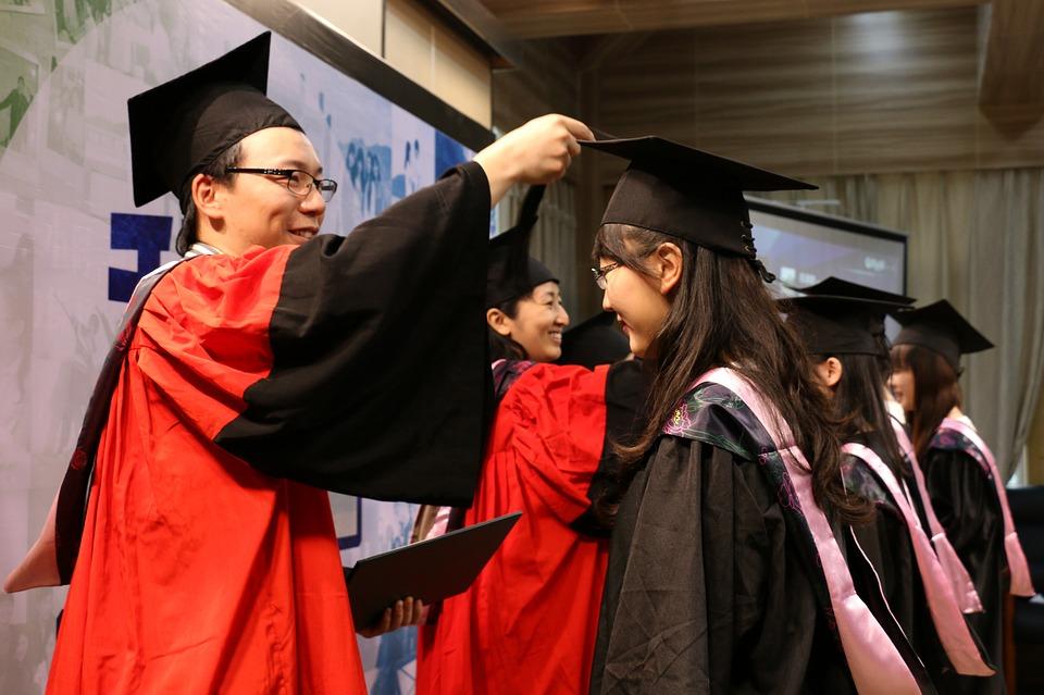 2c1c8e089 El protocolo en la graduación universitaria