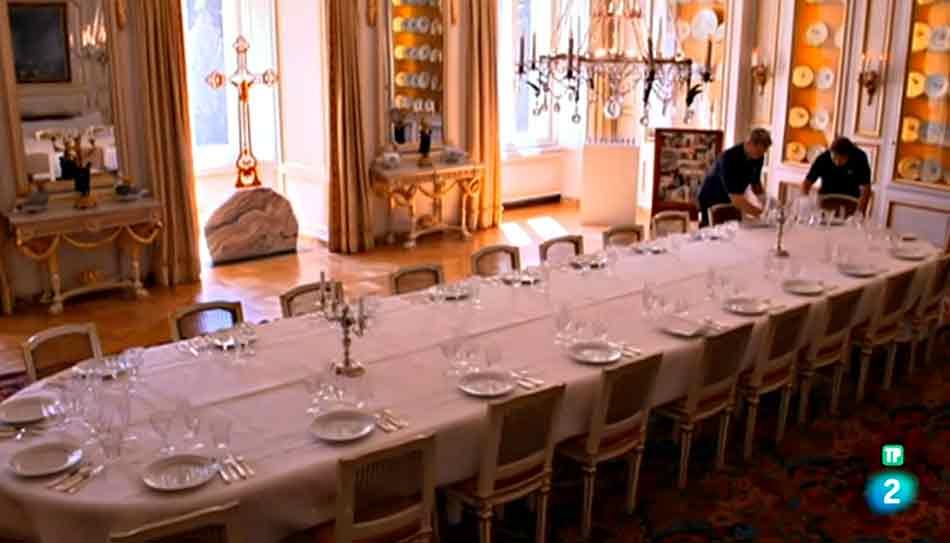 Poner la mesa para una cena homenaje castillo de San...
