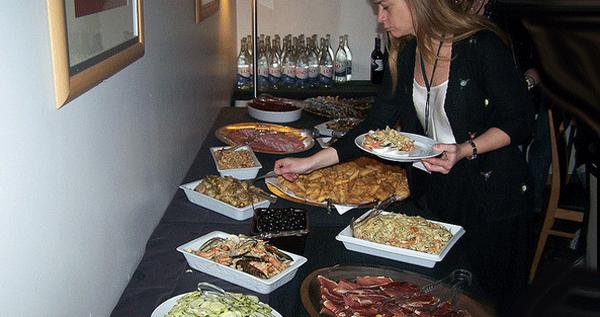 una cena fr a qu servir en un buffet fr o protocolo