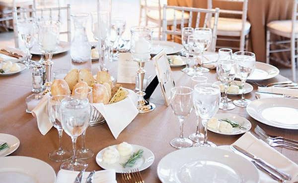 D nde se coloca el pan en la mesa a vueltas con el pan for Como se pone la mesa
