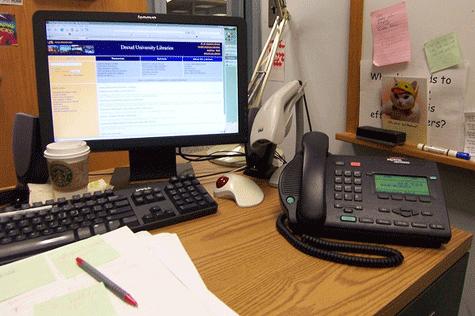 Buenas maneras al tel fono etiqueta telef nica atender for La oficina telefono