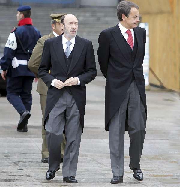 b073c3923 El Sr. Zapatarero y el Sr. Rubalcaba vestidos de chaqué.