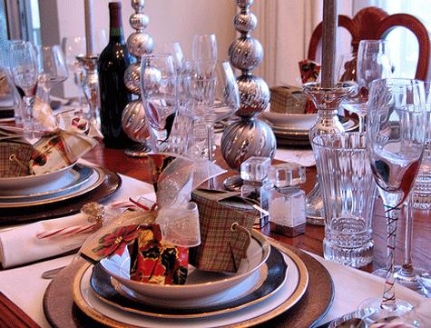 Poner la mesa en navidad elementos protocolo etiqueta for Mesa de navidad elegante