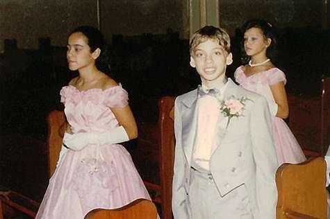 962943306 La fiesta de los quince años Invitados y su vestuario