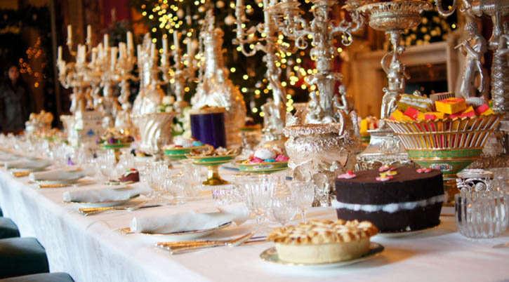 Reglas para ser un buen invitado en una fiesta de navidad for Mesa de navidad elegante