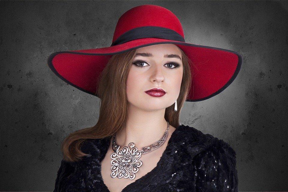 e277a2fe785c El sombrero de mujer y sus reglas