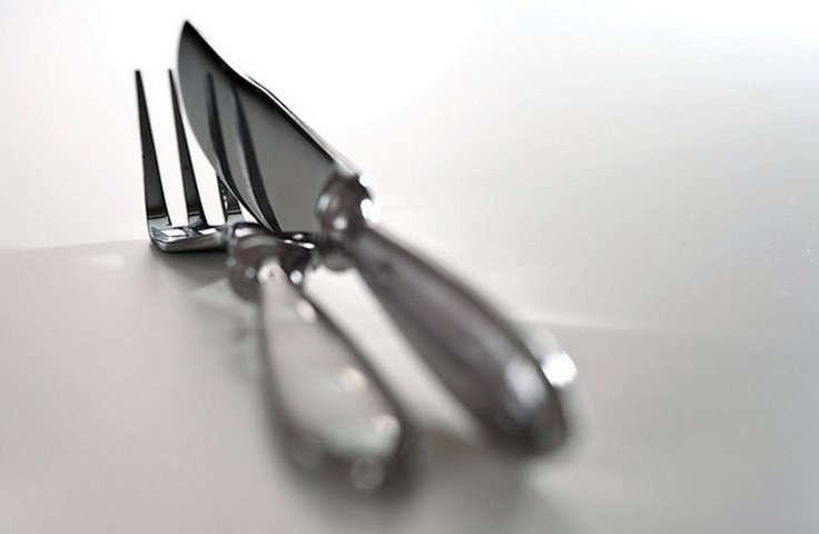 La cuberter a tipos de cubiertos y su colocaci n for Tenedor y cuchillo en la mesa