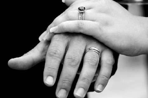 55ad53255 La petición de mano y el intercambio de regalos entre los novios
