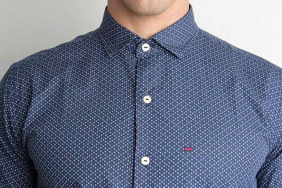 Cuándo Abrocharse El Botón Superior Del Cuello De Una Camisa